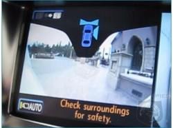Un sistema di telecamere per vedere tutto intorno all?ÇÖauto su un monitor: il Driver Monitoring System della Lexus