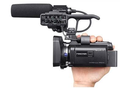Nuova videocamera Sony HXR-NX30 con pico proiettore integrato: caratteristiche e prezzo