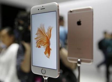 iPhone 6S e 6S Plus nei negozi: prime code e prime buone recensioni